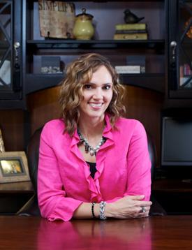 Tracy Hoth, Professional Organizer, helps women get organized.